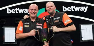 Michael van Gerwen a Raymond van Barneveld na World Cup of Darts
